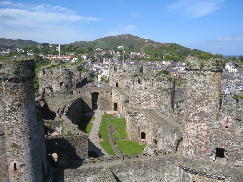 El castillo de Conwy con la ciudad de Conwy al fondo Conwy Reino Unido