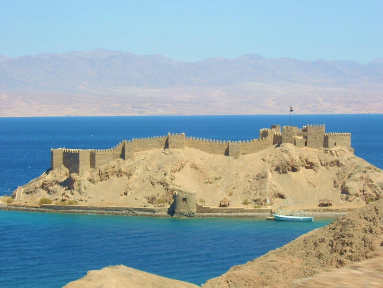 El castillo de Salah El-Din en la Isla del Faraón. Taba Egipto