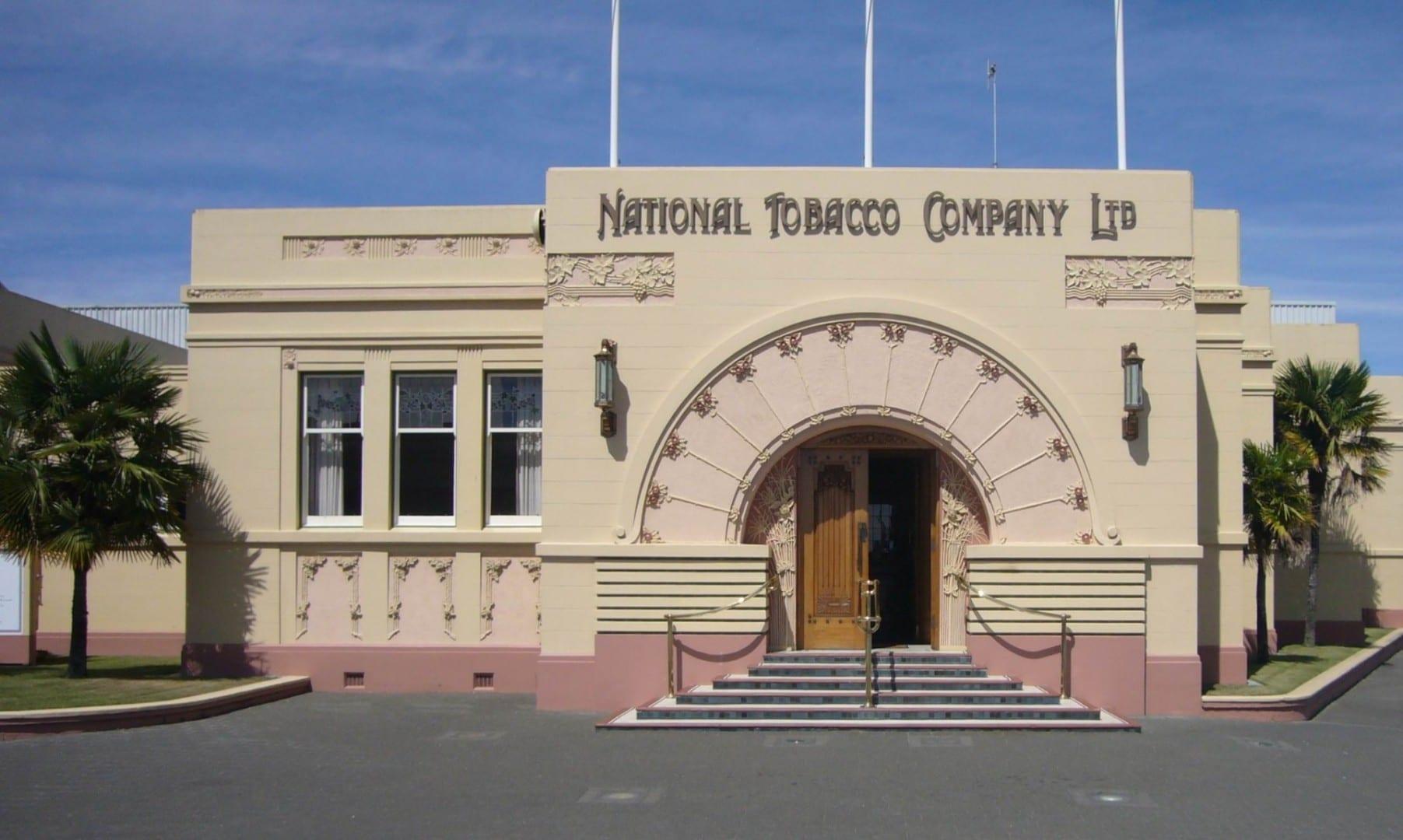 El edificio de la Compañía Nacional de Tabaco (1933), uno de los muchos edificios Art Decó de Napier Napier Nueva Zelanda