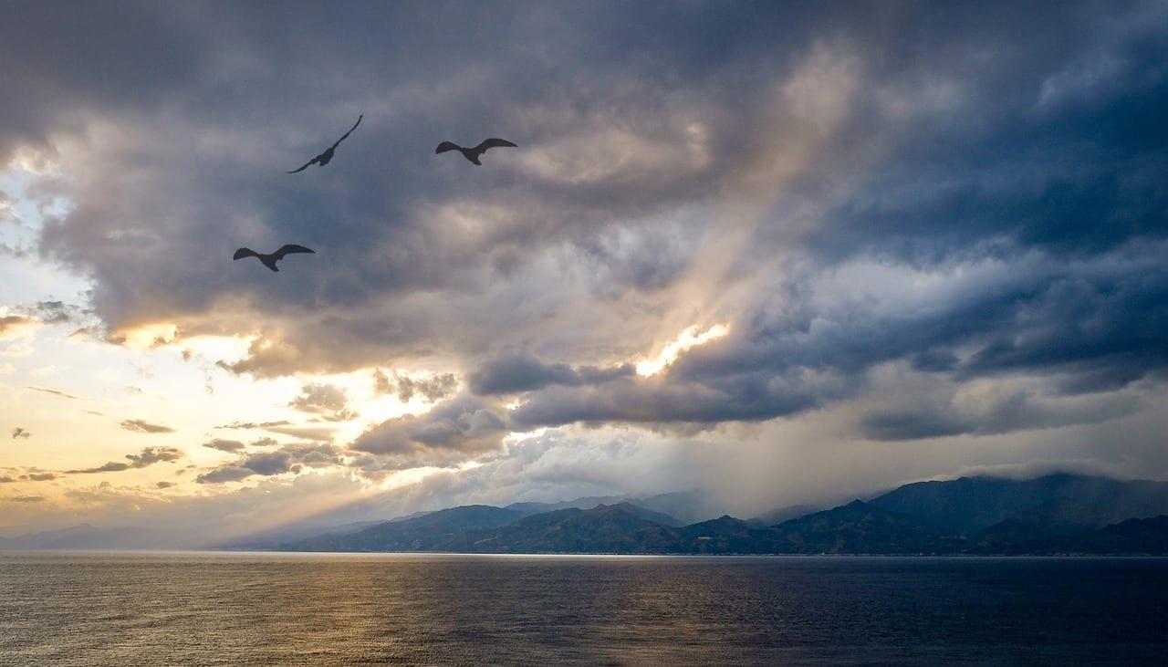 El Estrecho De Messina Italia De Viaje Italia