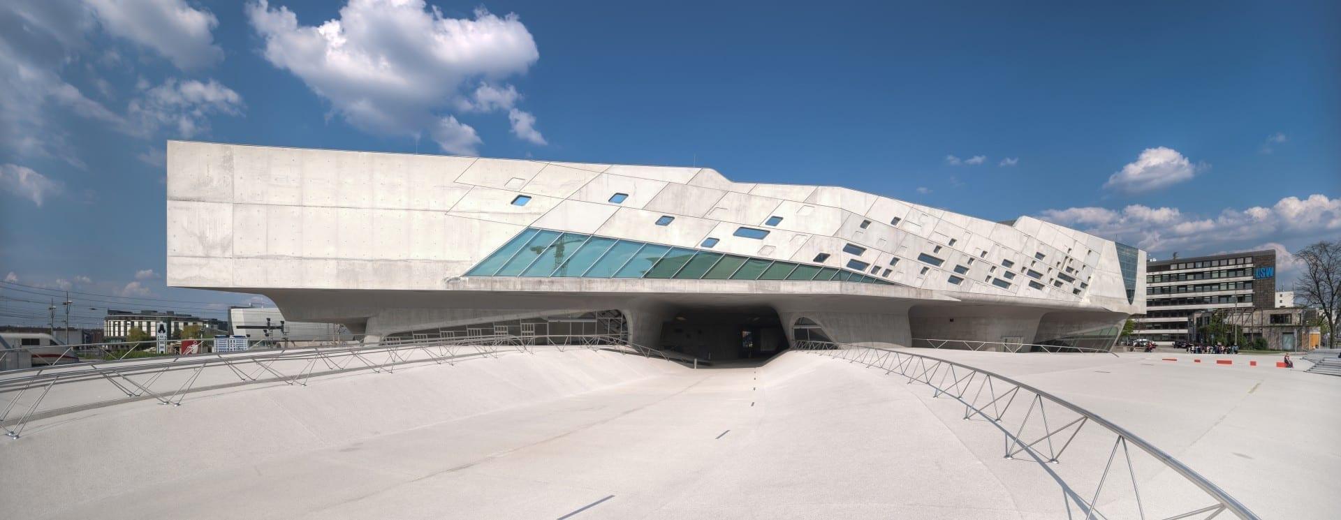 El Faeno visto desde el exterior, la arquitectura llamará la atención, no importa lo que pienses de ella. Wolfsburgo Alemania