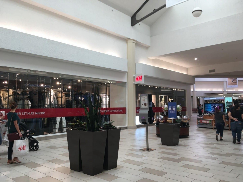 El interior del Centro Comercial Sunrise. Muy popular los fines de semana. Brownsville Estados Unidos