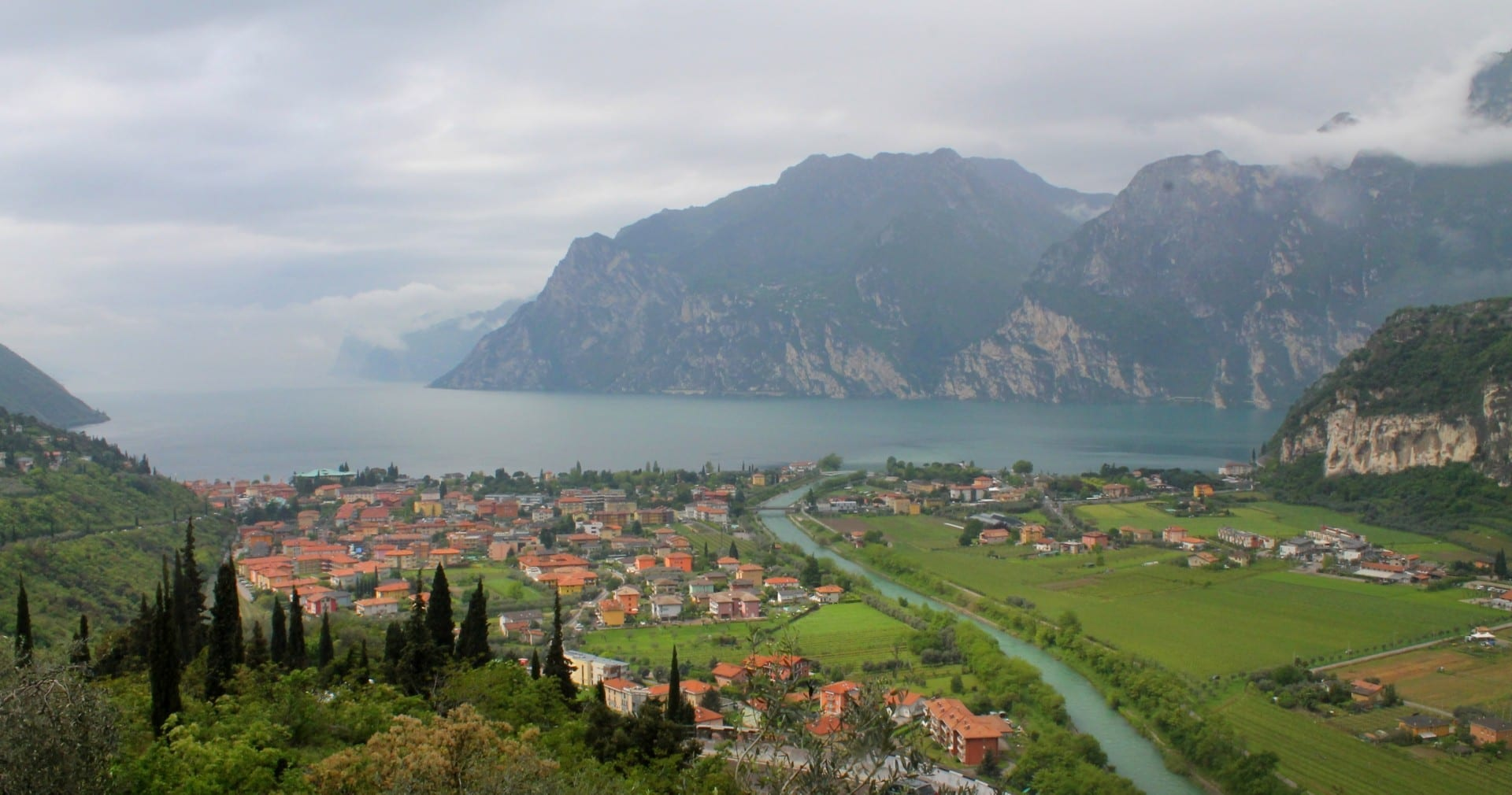 El Lago de Garda desde la Riva Riva del Garda Italia