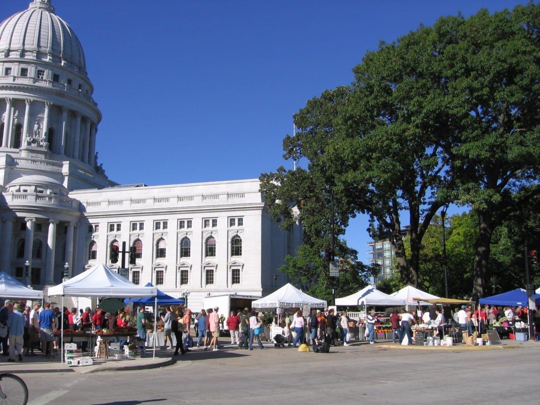 El mercado de granjeros del condado de Dane Madison (Winsconsin) Estados Unidos