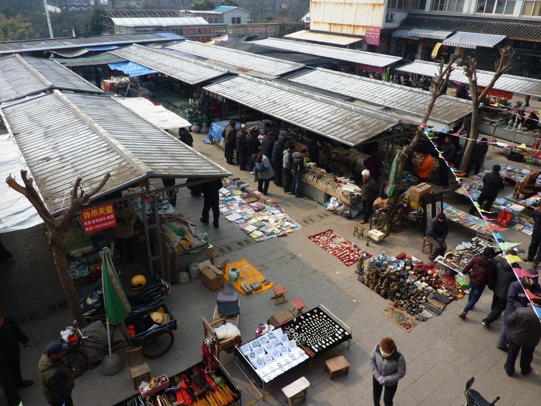 El mercado de Hongyuan, un popular mercado de artesanía y antigüedades justo al norte del centro de la ciudad. Yangzhou China