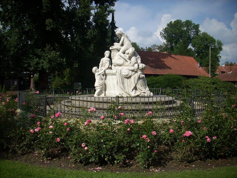 El monumento a Caroline Matilda en el Jardín Francés Celle Alemania