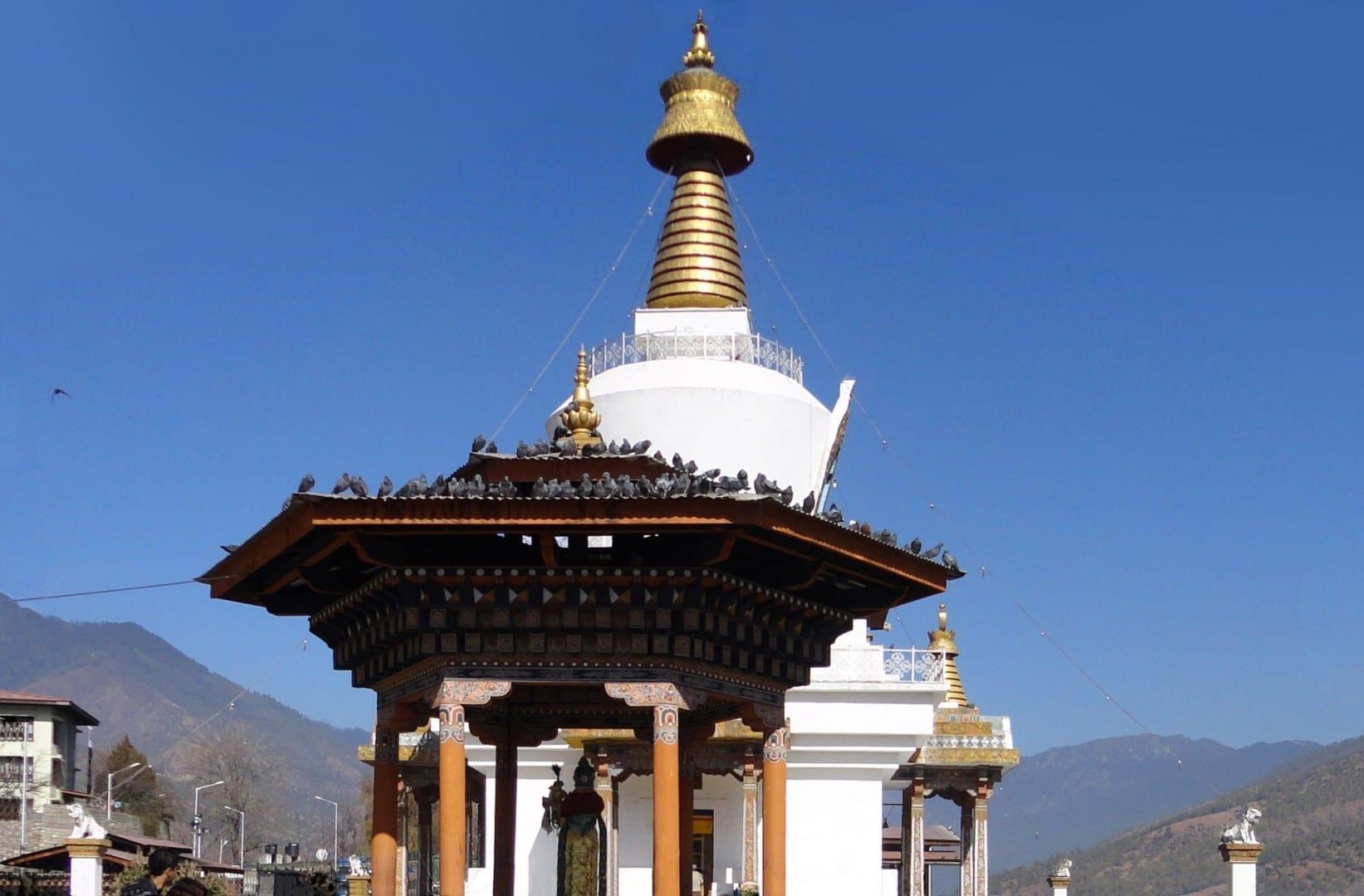 El monumento nacional Chorten Thimphu Bután