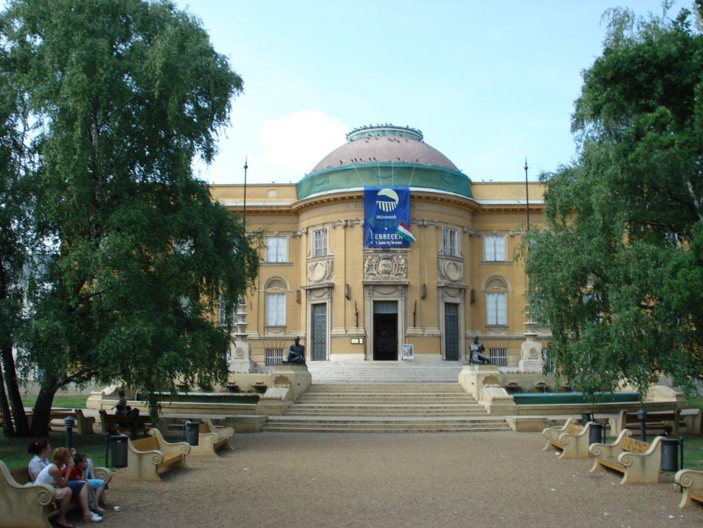 El Museo Déri, el más grande de la ciudad. Debrecen Hungría