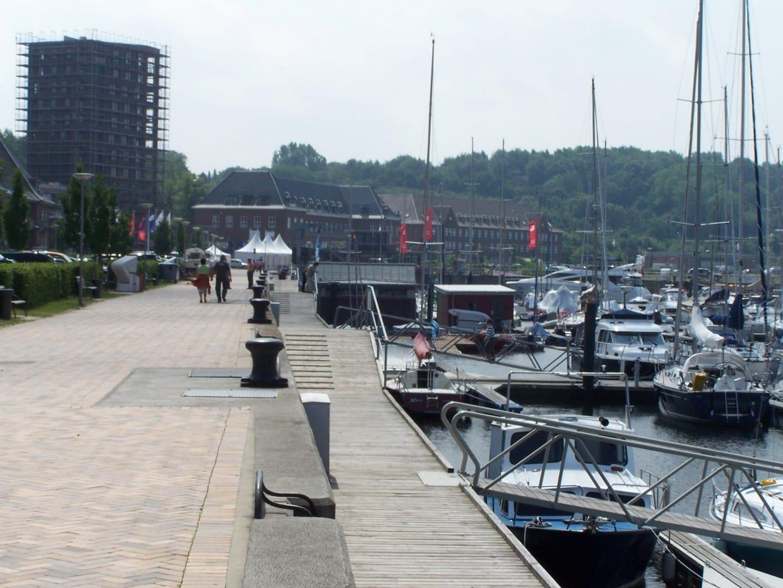 El nuevo puerto de Sonwik, un antiguo puerto militar en el distrito de Mürwik Flensburgo Alemania
