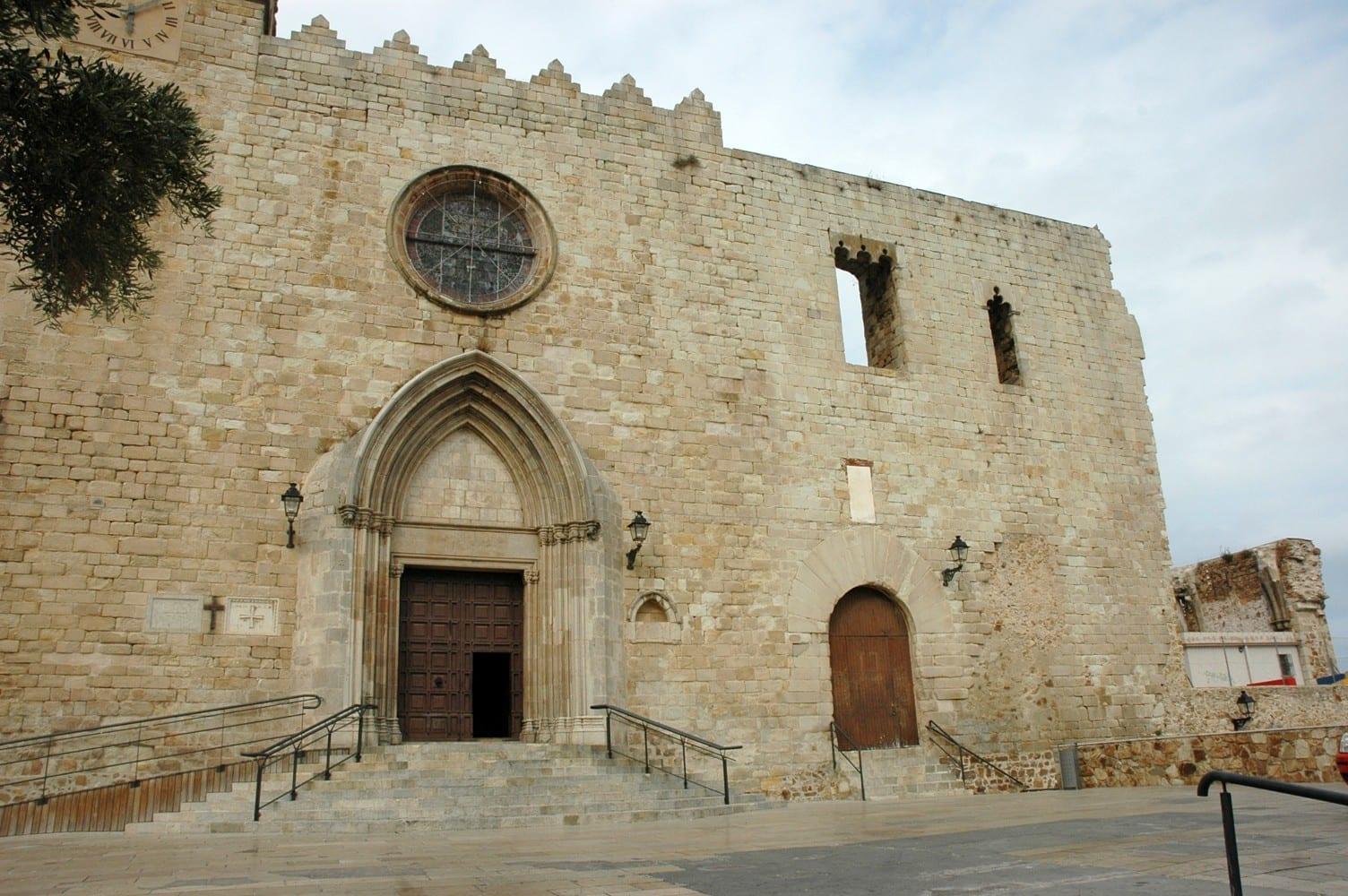El Palacio de Cabrera y la Iglesia de Santa María Blanes España