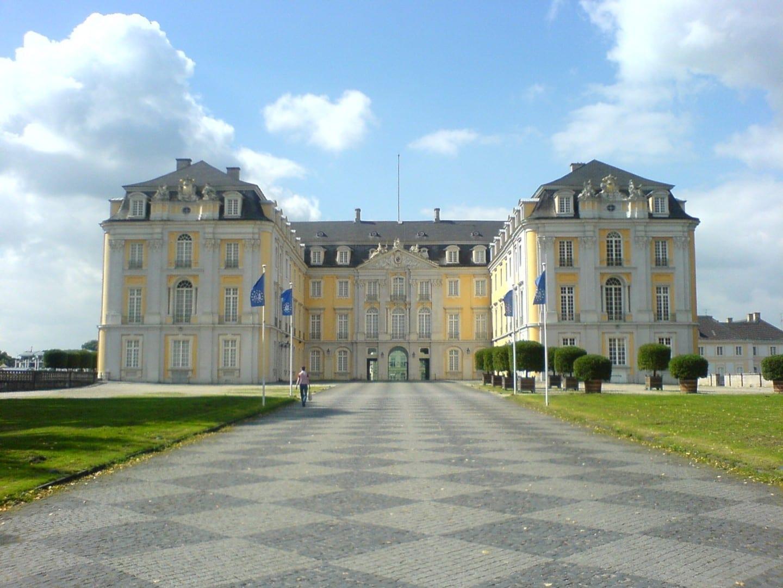 El Palacio y los jardines de Augustoburgo Bruhl Alemania