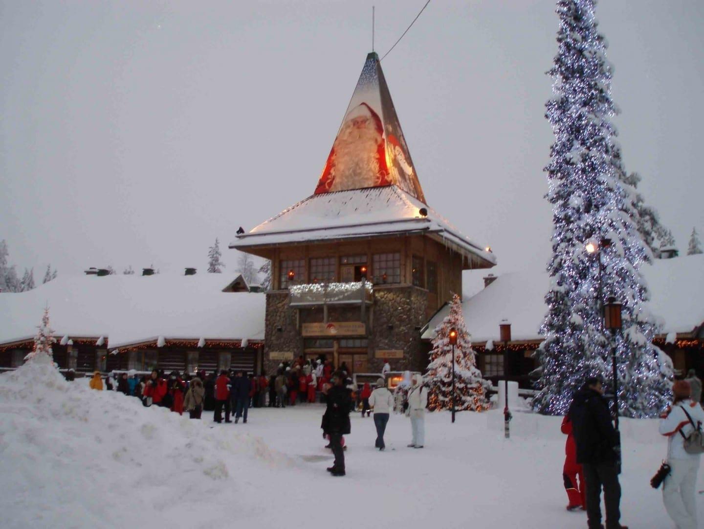 El pueblo de Santa en el Círculo Polar Ártico en la temporada de invierno Rovaniemi Finlandia