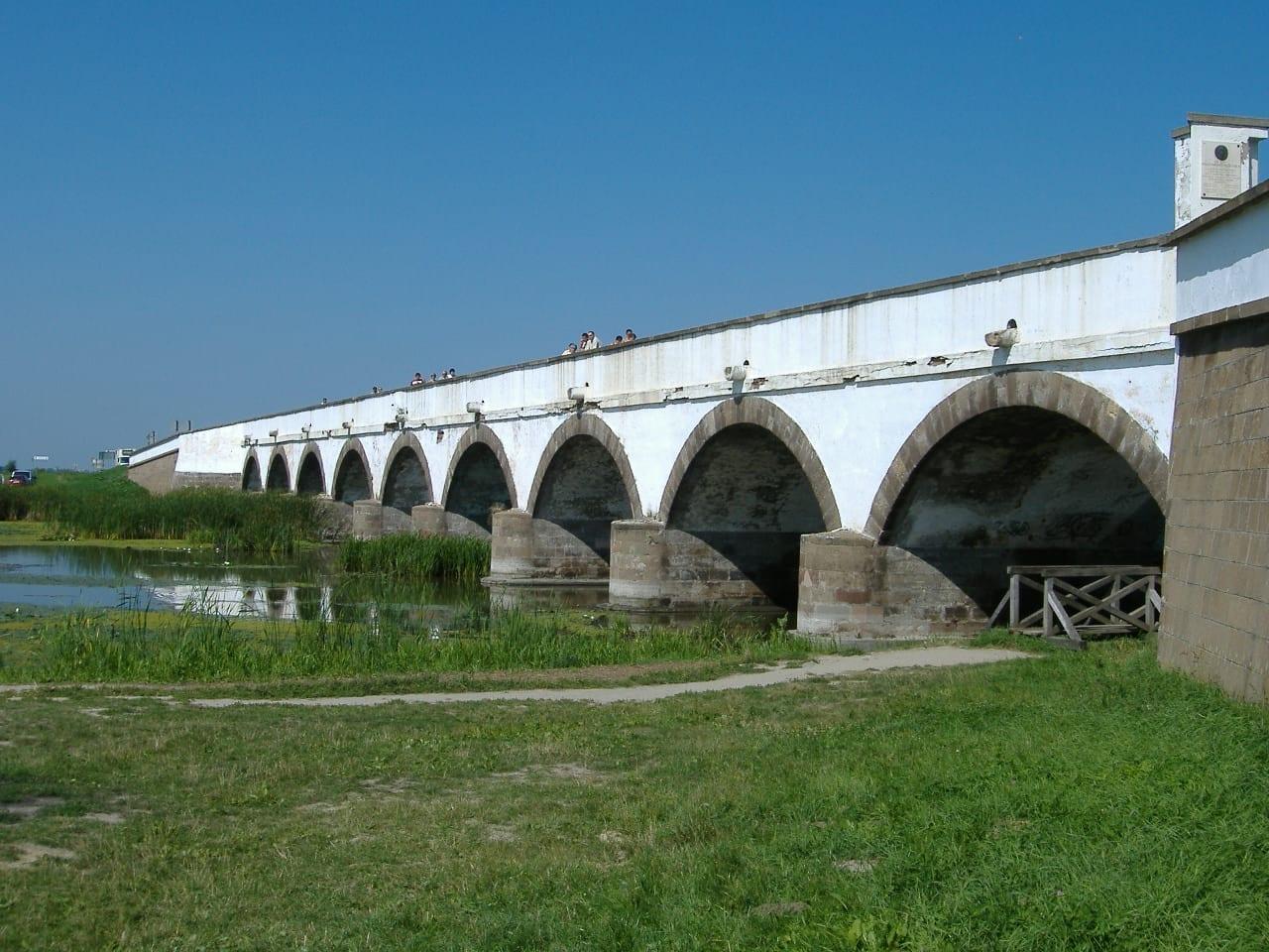 El puente de nueve agujeros, Hortobágy. Debrecen Hungría