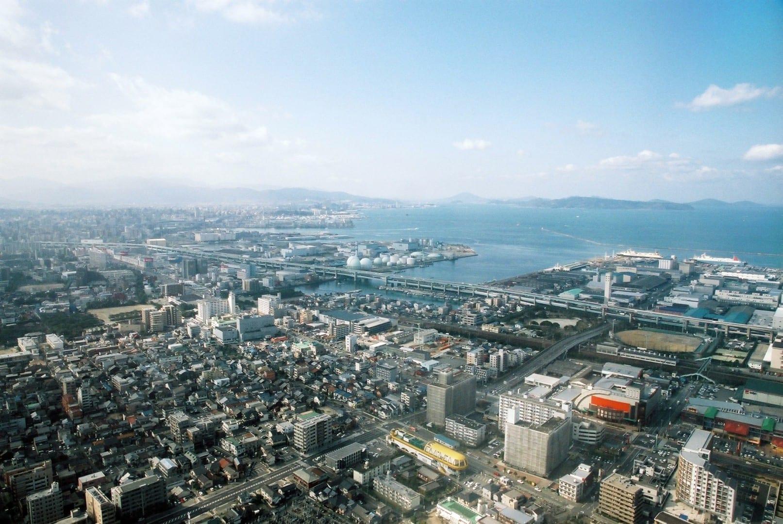 El puerto de Hakata en Fukuoka, visto desde un avión de aterrizaje Fukuoka Japón