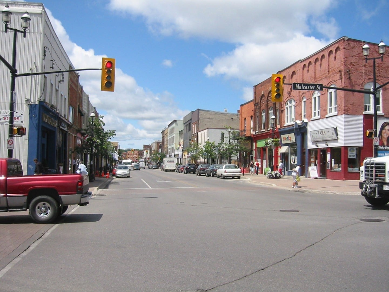En el centro de la ciudad Barrie Canadá