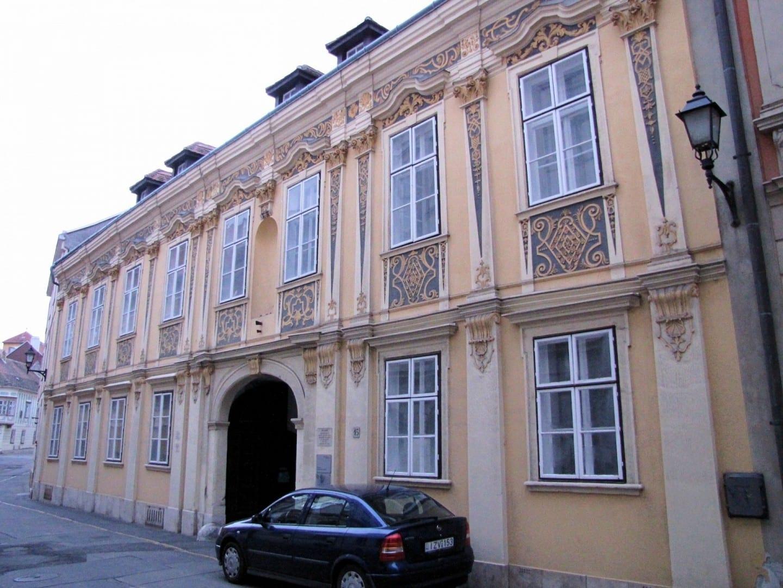 Erdődy palacio, calle Szent György Sopron Hungría