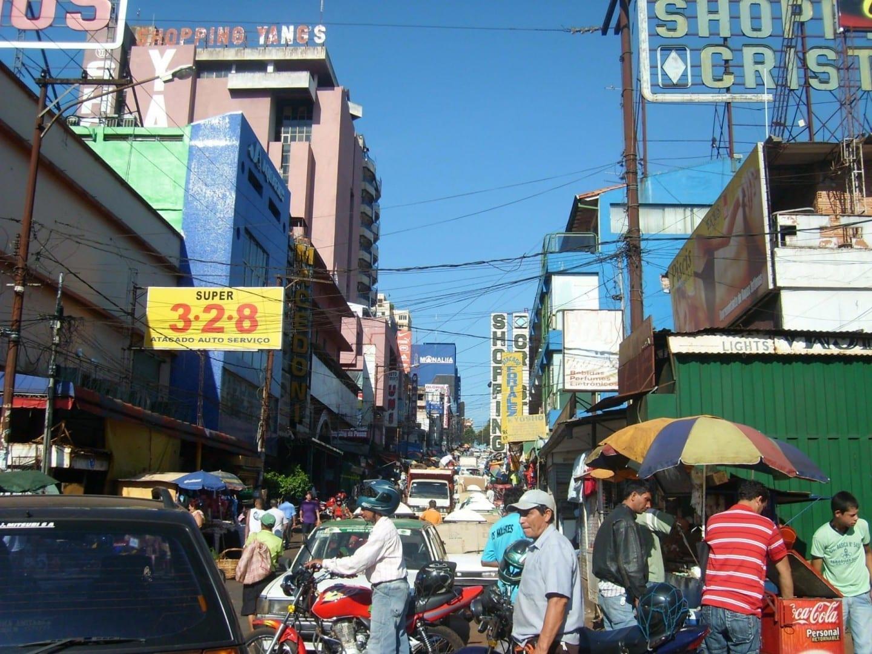 Escena callejera... Ciudad del Este Paraguay