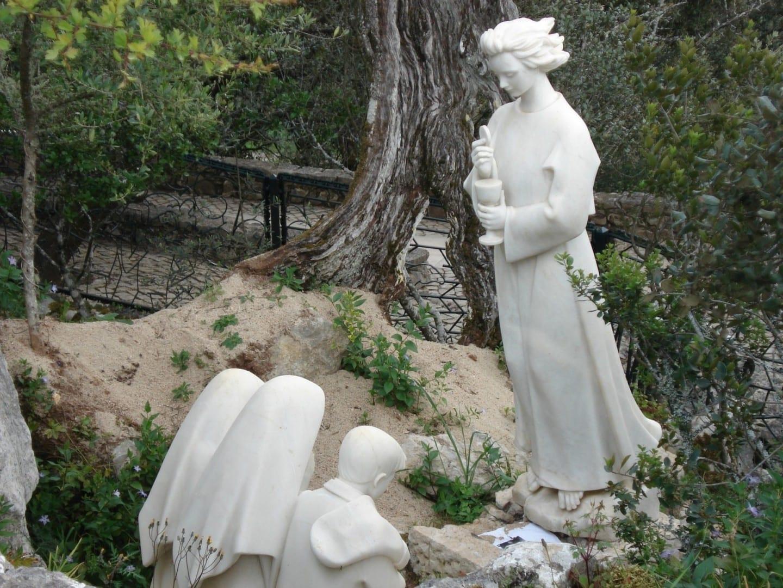 Estatua del Ángel de la Paz en Valinhos Fátima Portugal