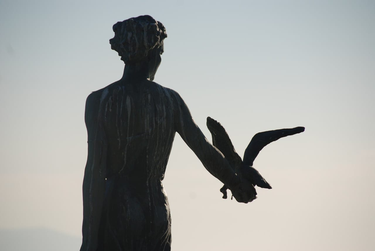 Estatua Doncella Con La Gaviota Opatija Croacia