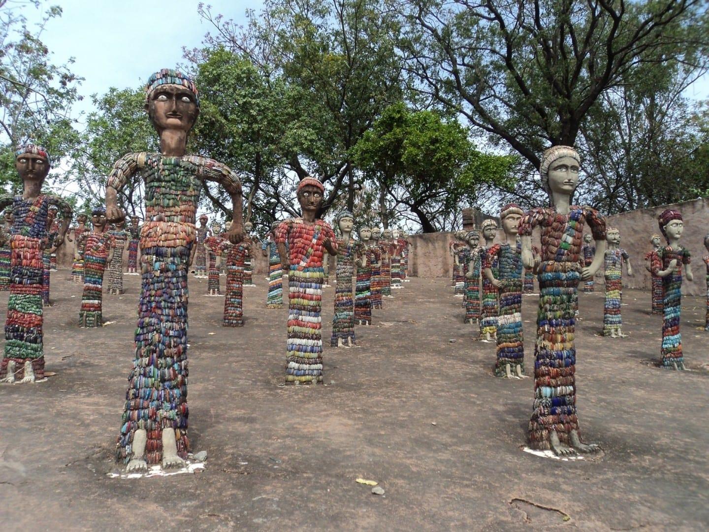 Estatuillas en el Jardín de Rocas Chandigarh India