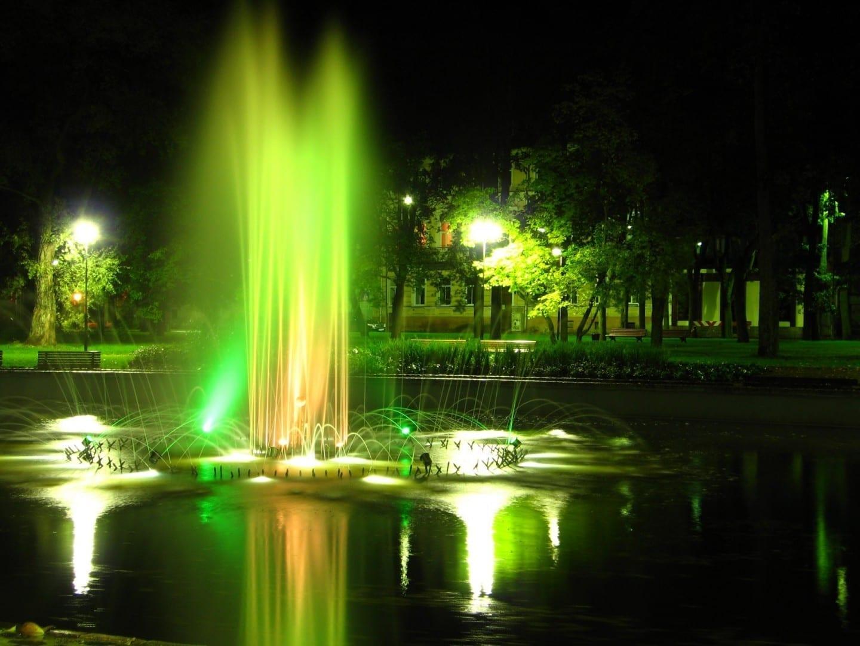 Fuente en el Parque Dubrovin Daugavpils Letonia