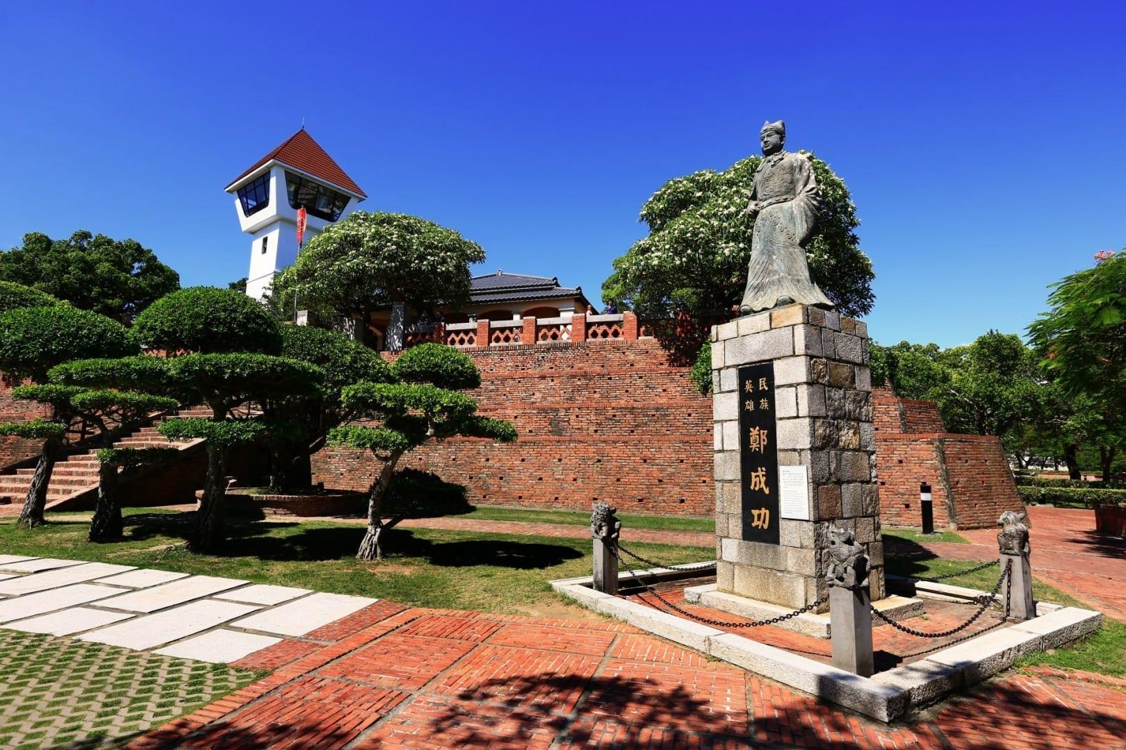 Fuerte Zeelandia o Fuerte Anping, con la estatua de Koxinga Tainan Taiwán