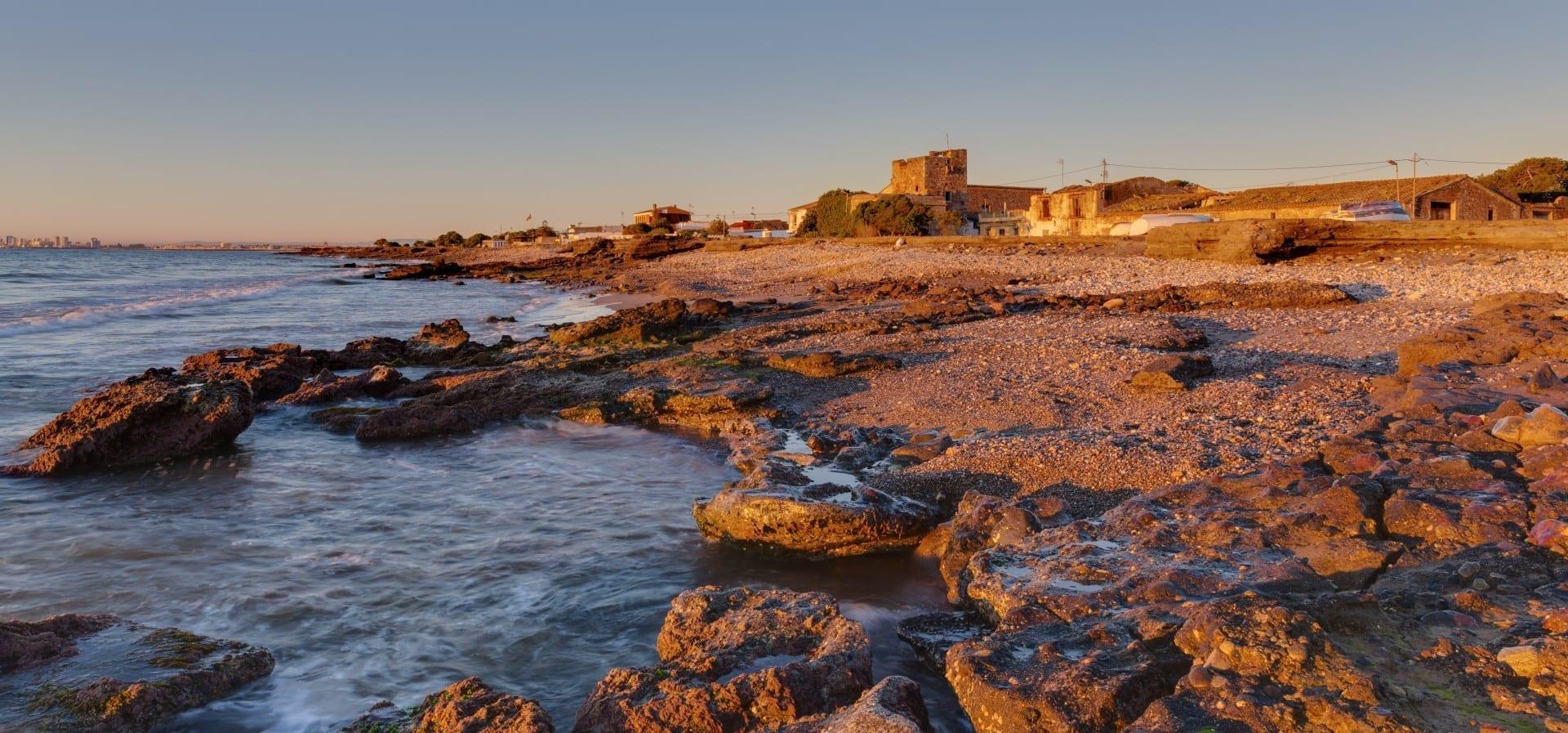 Grau Vell con su fortaleza Puerto de Sagunto España