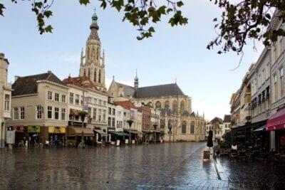 Grote Kerk visto desde el Grote Markt Breda Países Bajos