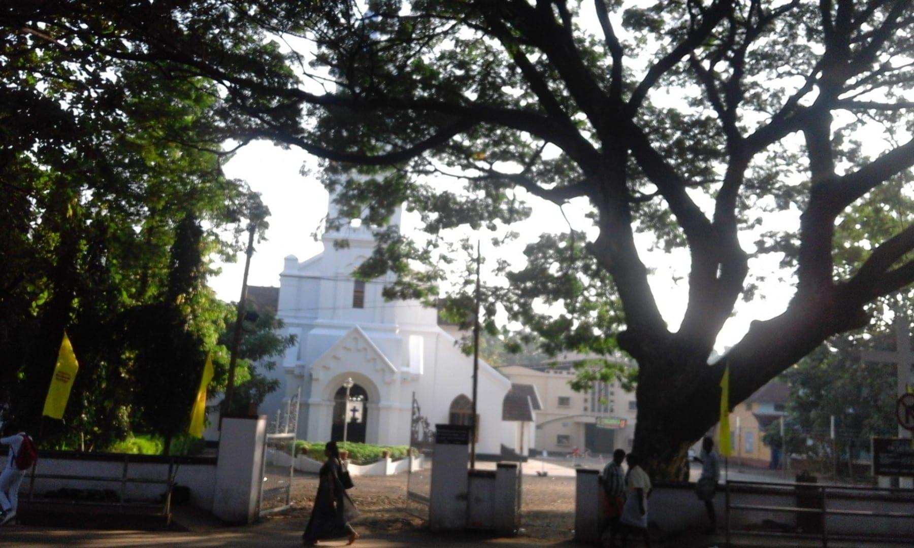 Iglesia cristiana en el estanque de Mananchira, Kozhikode, India. Kozhikode India