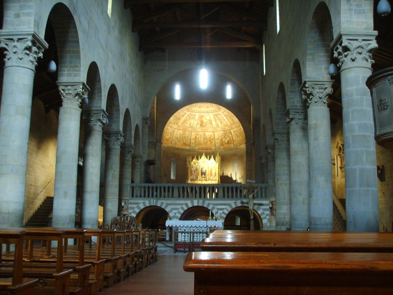 Interior del Duomo Fiesole Italia