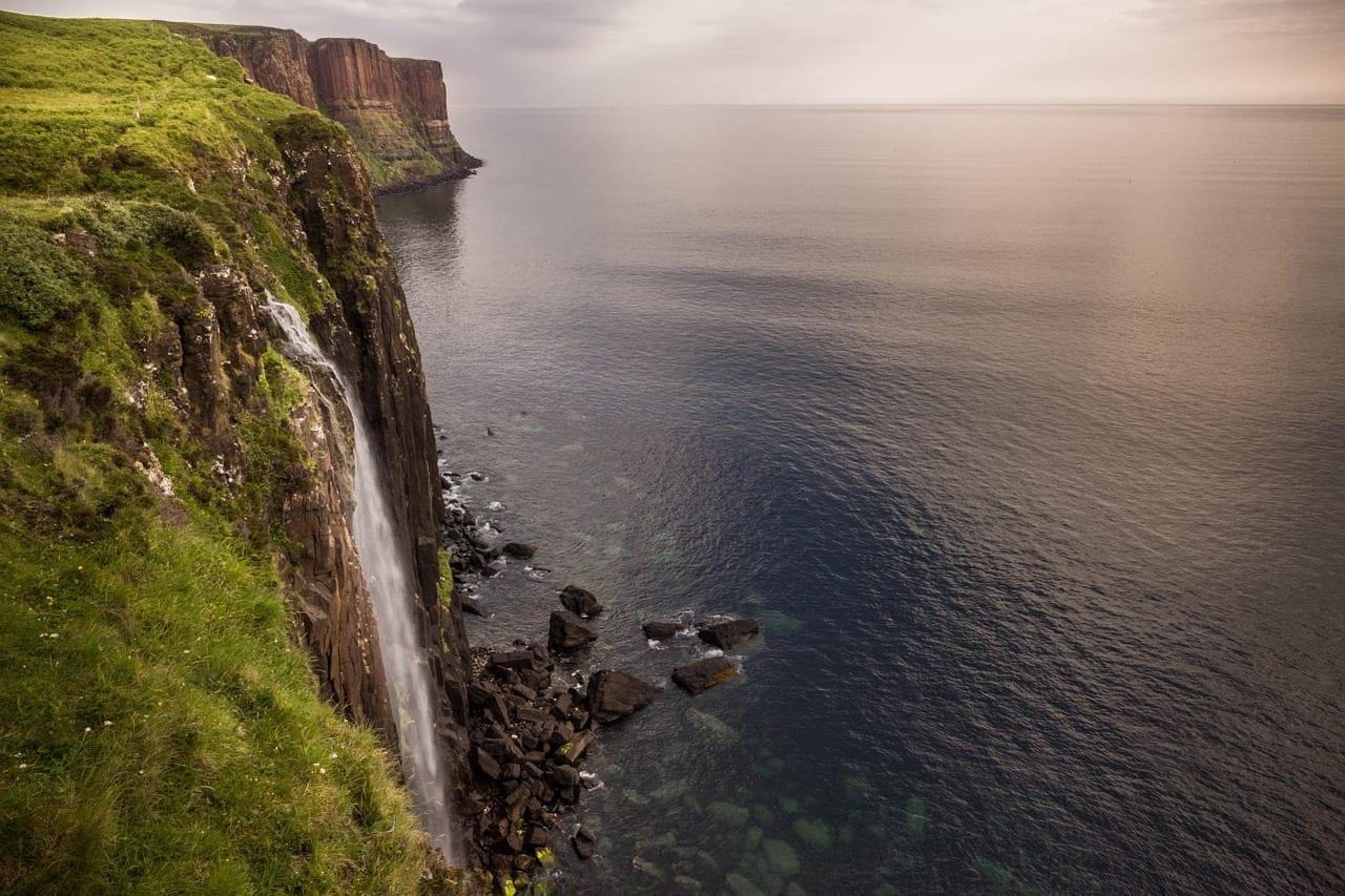 Isla De Skye Cascada Mar Reino Unido