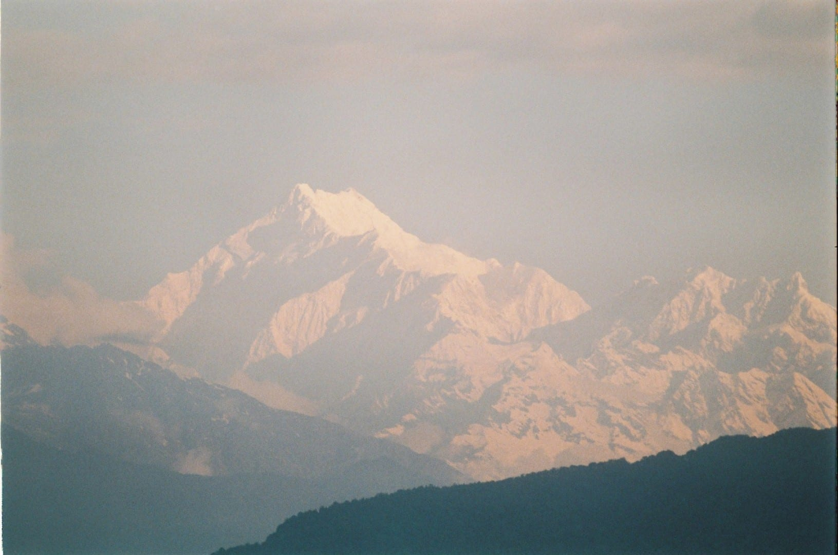 Kanchenjunga visto desde el punto de vista de Tashi Gangtok India