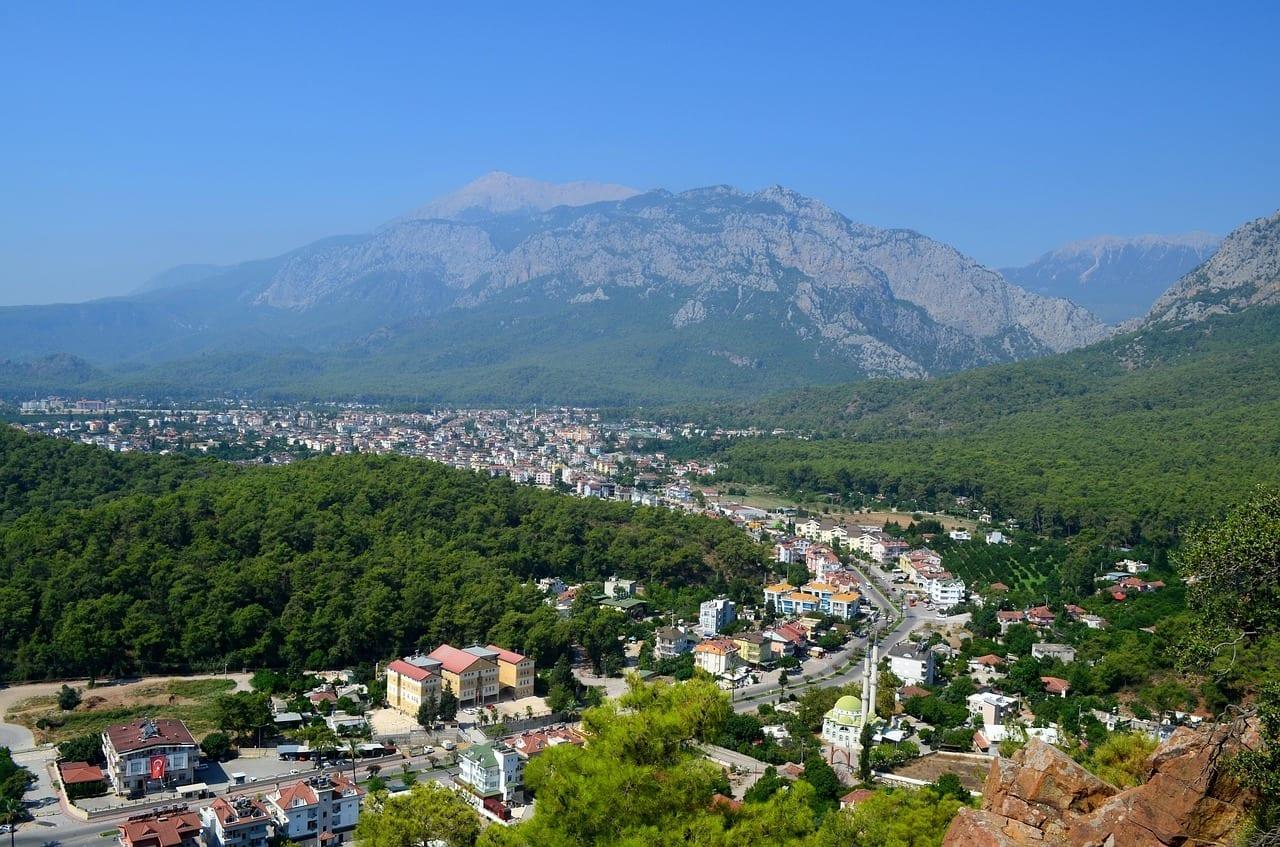 Kemer Pavo Montañas Turquía