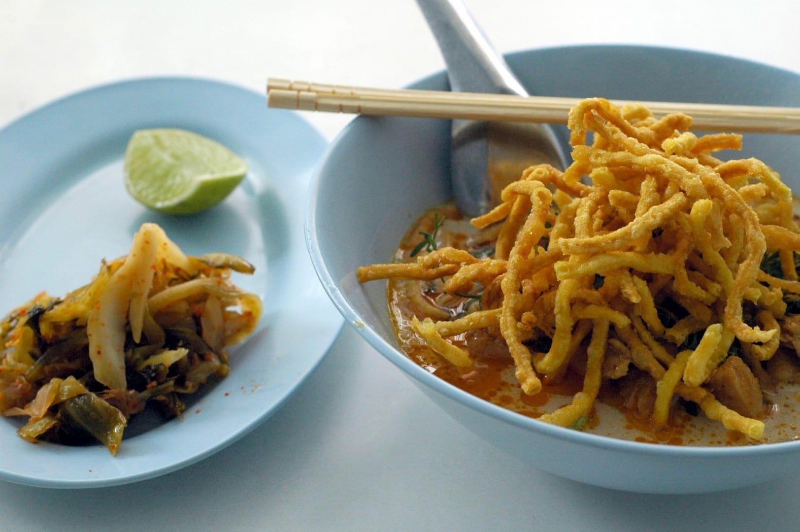Khao soi en Por Jai Chiang Rai Tailandia