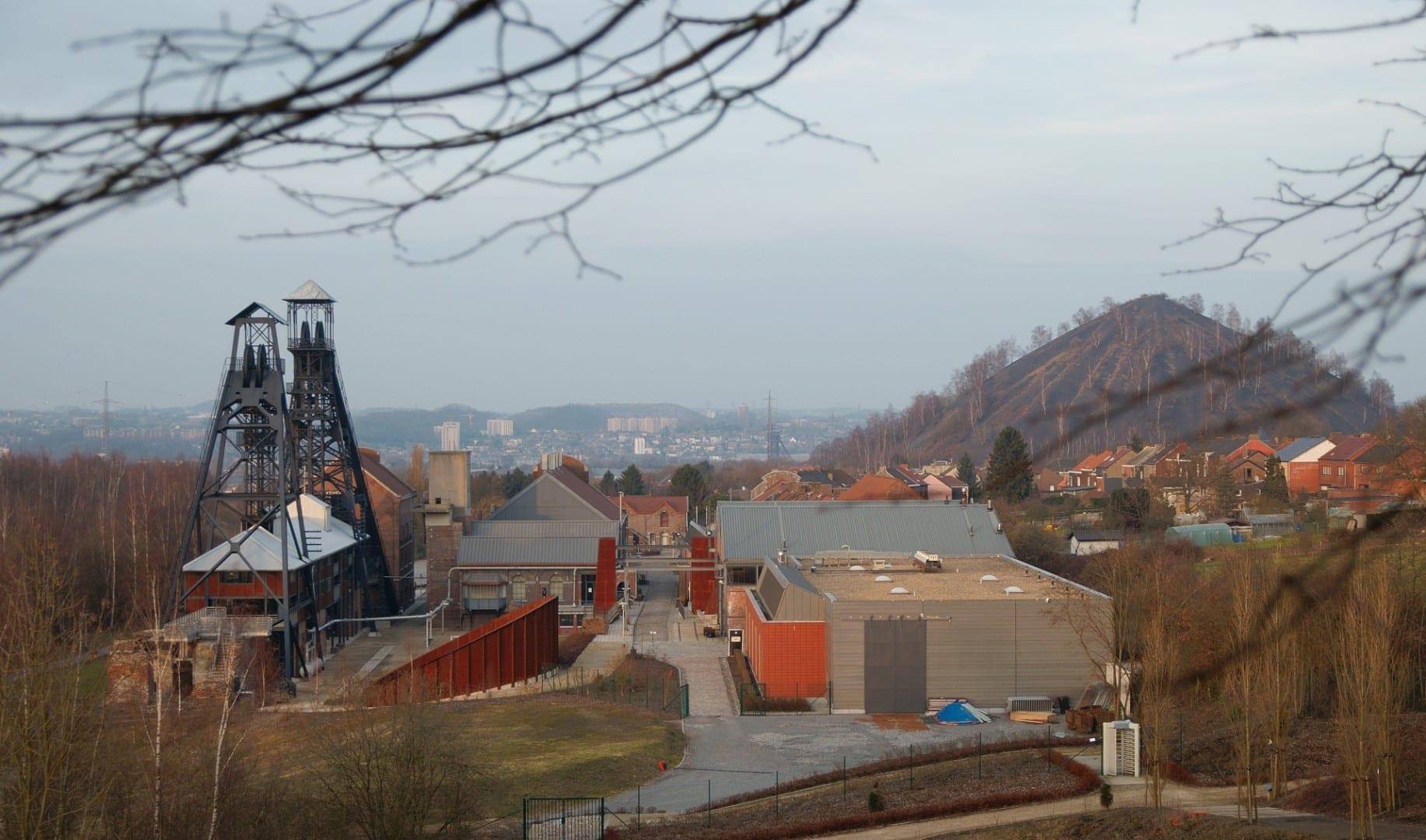 La antigua mina de carbón de Bois du Cazier en Marcinelle fue transformada en un complejo de museos Charleroi Bélgica