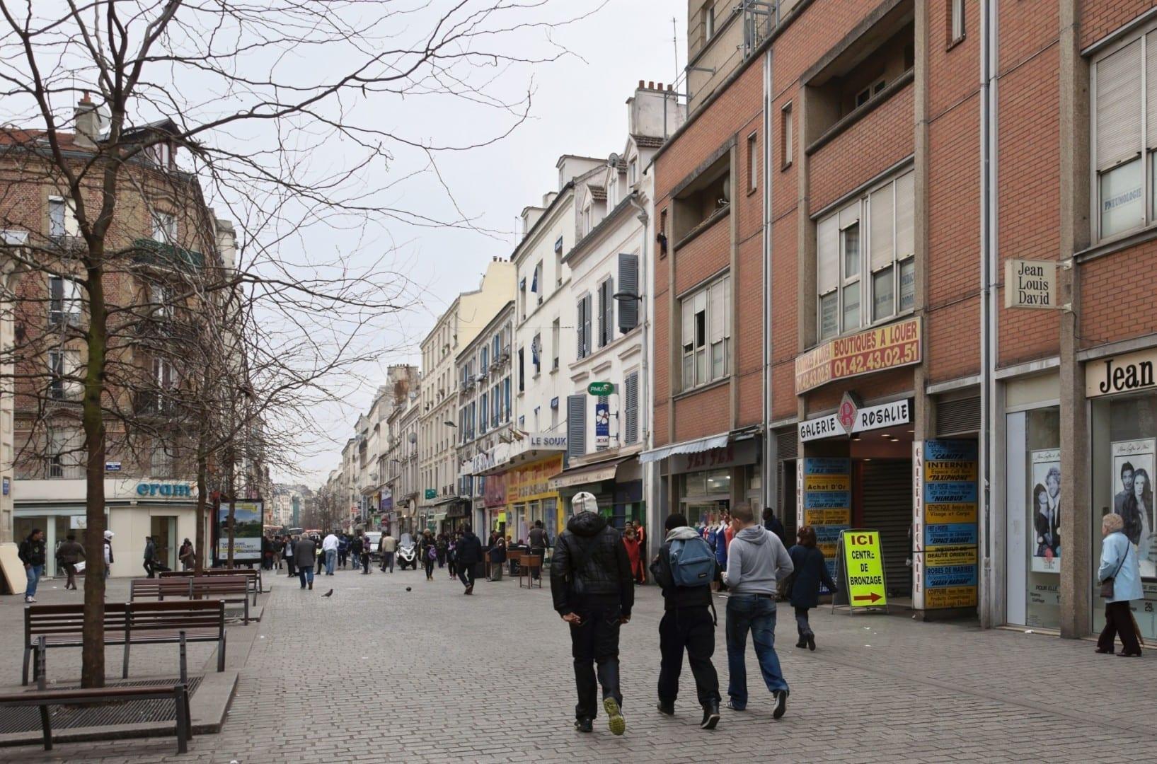 La calle peatonal Gabriel-Peri Saint-Denis Francia