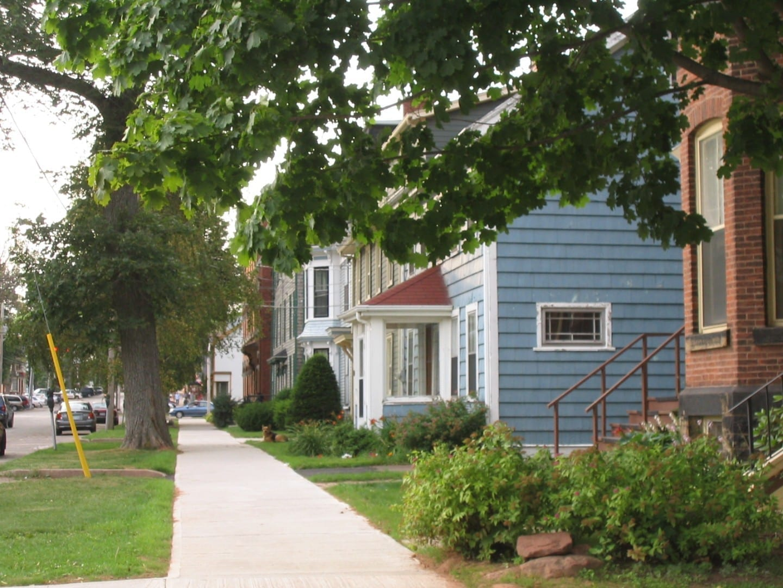 La calle Prince en el distrito histórico de la ciudad. Charlottetown Canadá