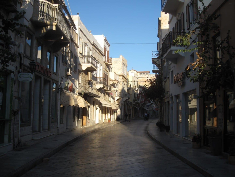 La calle Protopapadaki, una de las calles centrales de Ermoupoli Syros Grecia