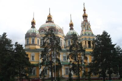 La Catedral de Zenkov Almaty Kazajistán