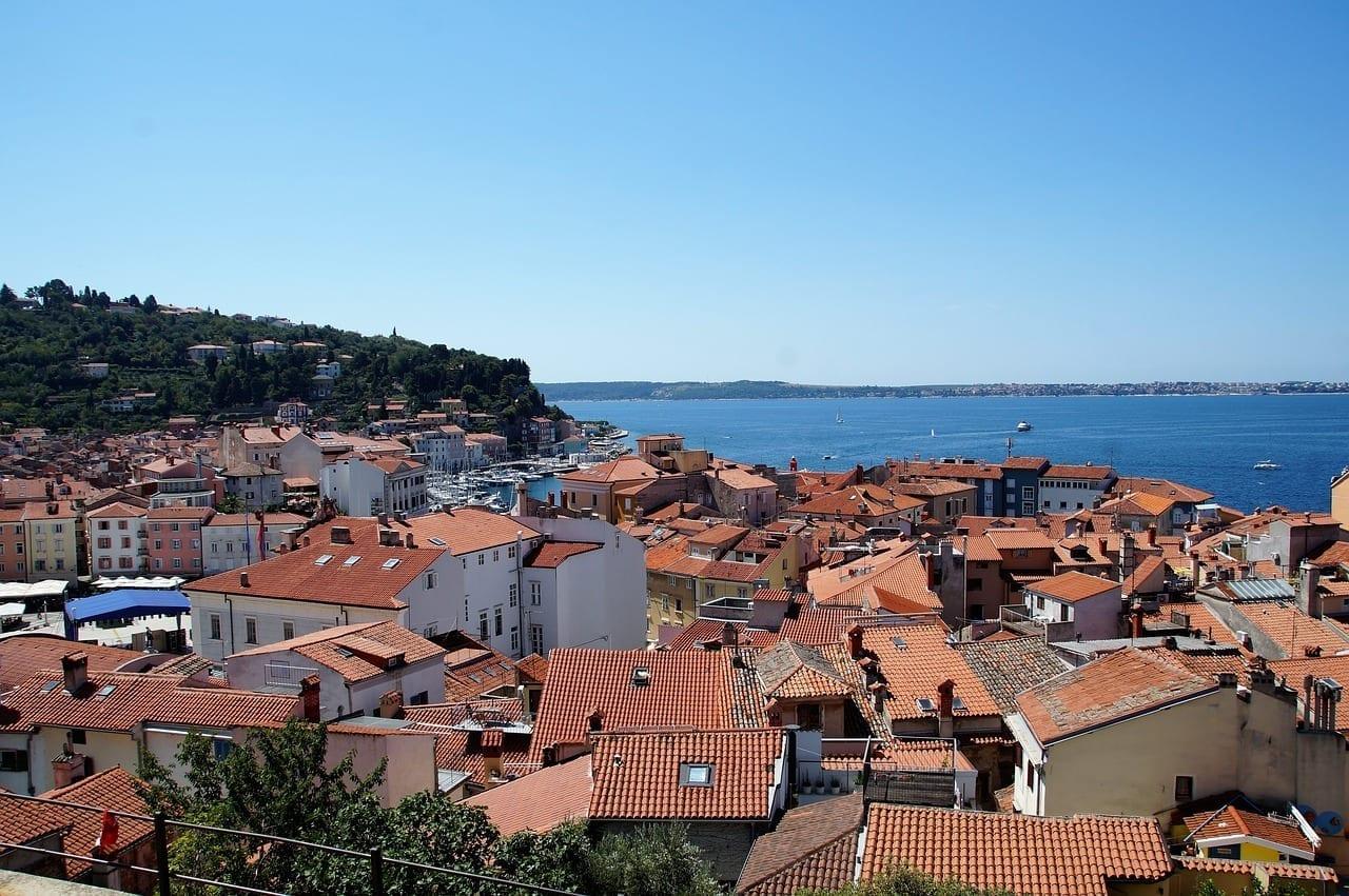 La Ciudad De Piran Los Techos De Las Casas Mar Eslovenia