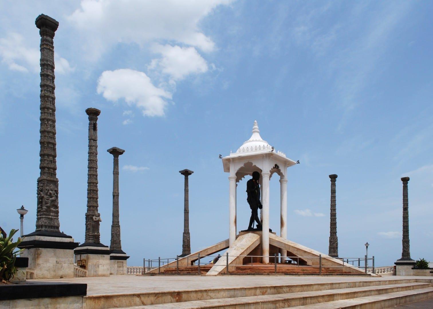 La estatua de Gandhi en Beach Road Puducherry India