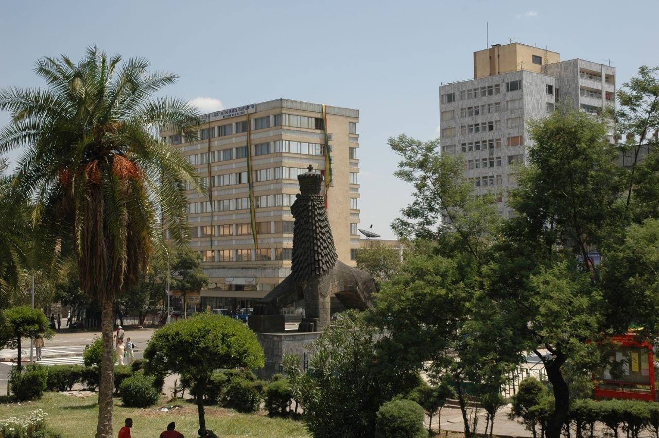 La estatua del León de Judá fuera del Teatro Nacional Adís Abeba Etiopía