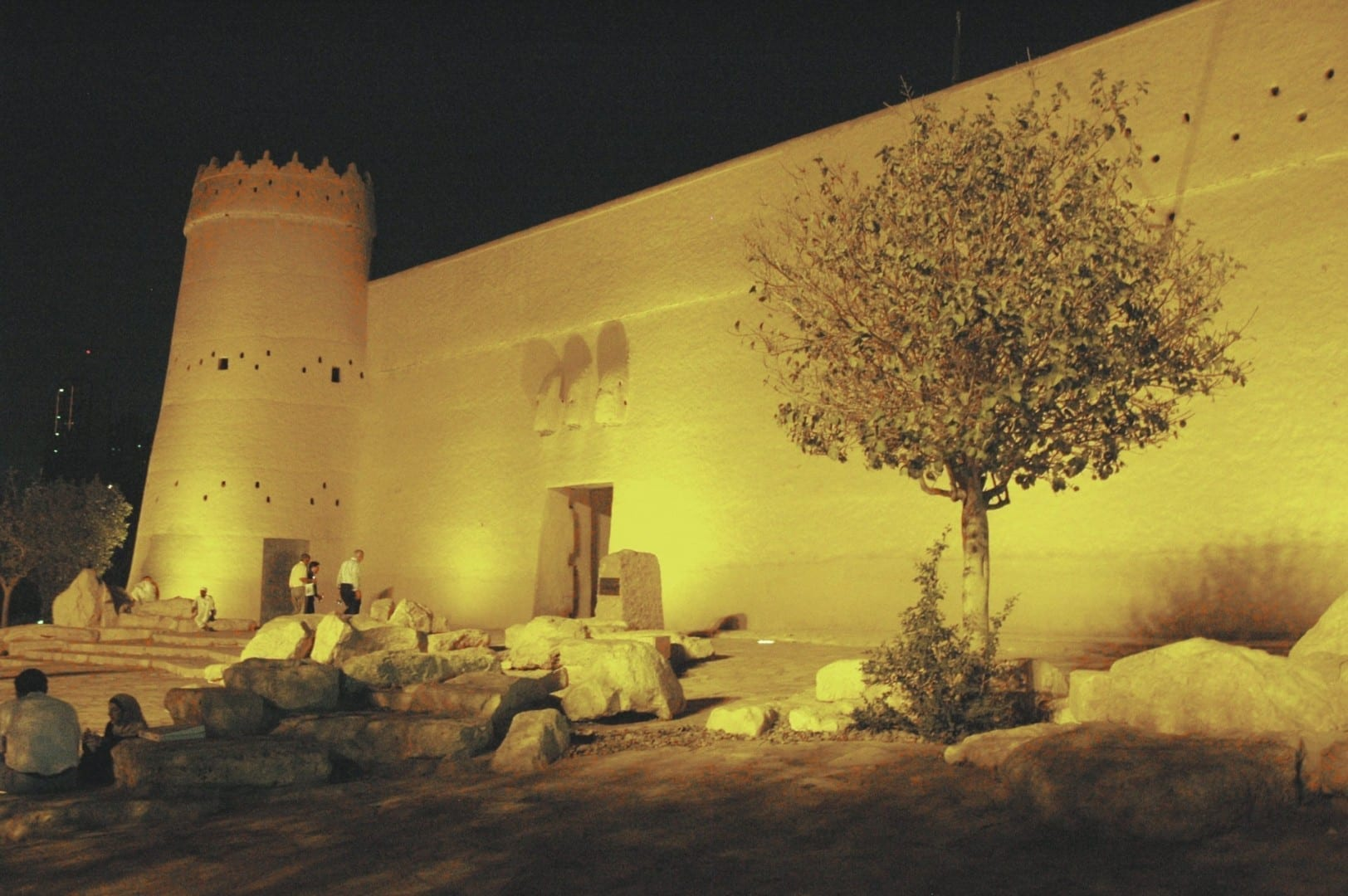 La Fortaleza de Masmak iluminada por la noche Riyadh Arabia Saudí