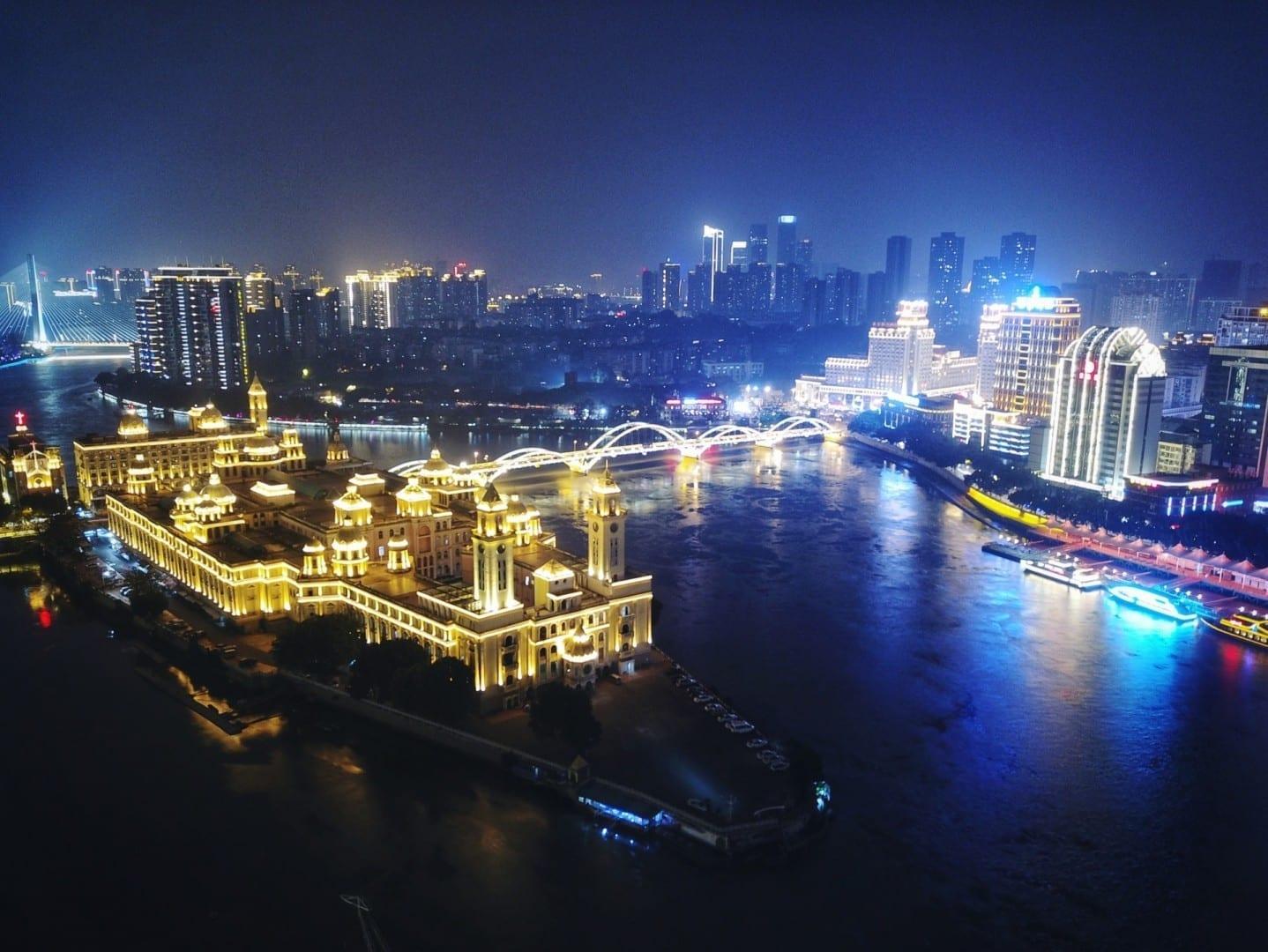 La isla de Zhongzhou de noche Fuzhou China