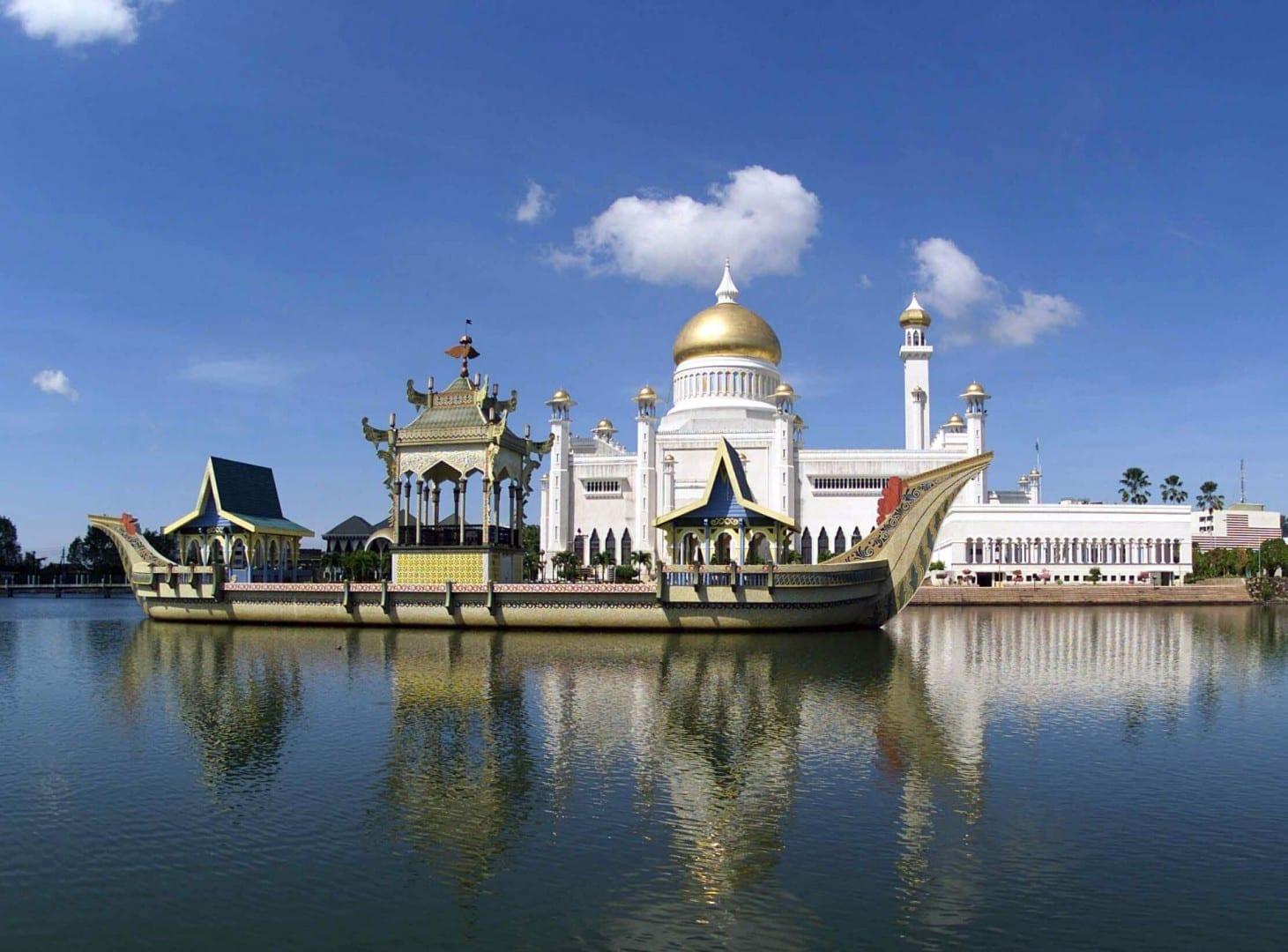 La mezquita del Sultán Omar Ali Saifuddien. Bandar Seri Begawan Brunei