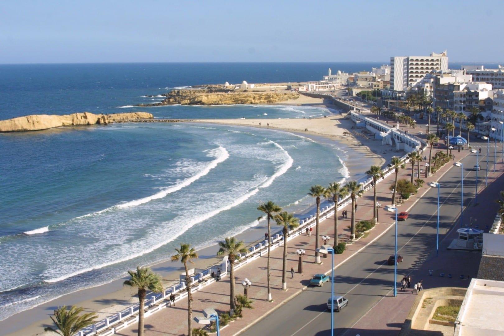 La playa de Al Qurayyah en Monastir Monastir Túnez