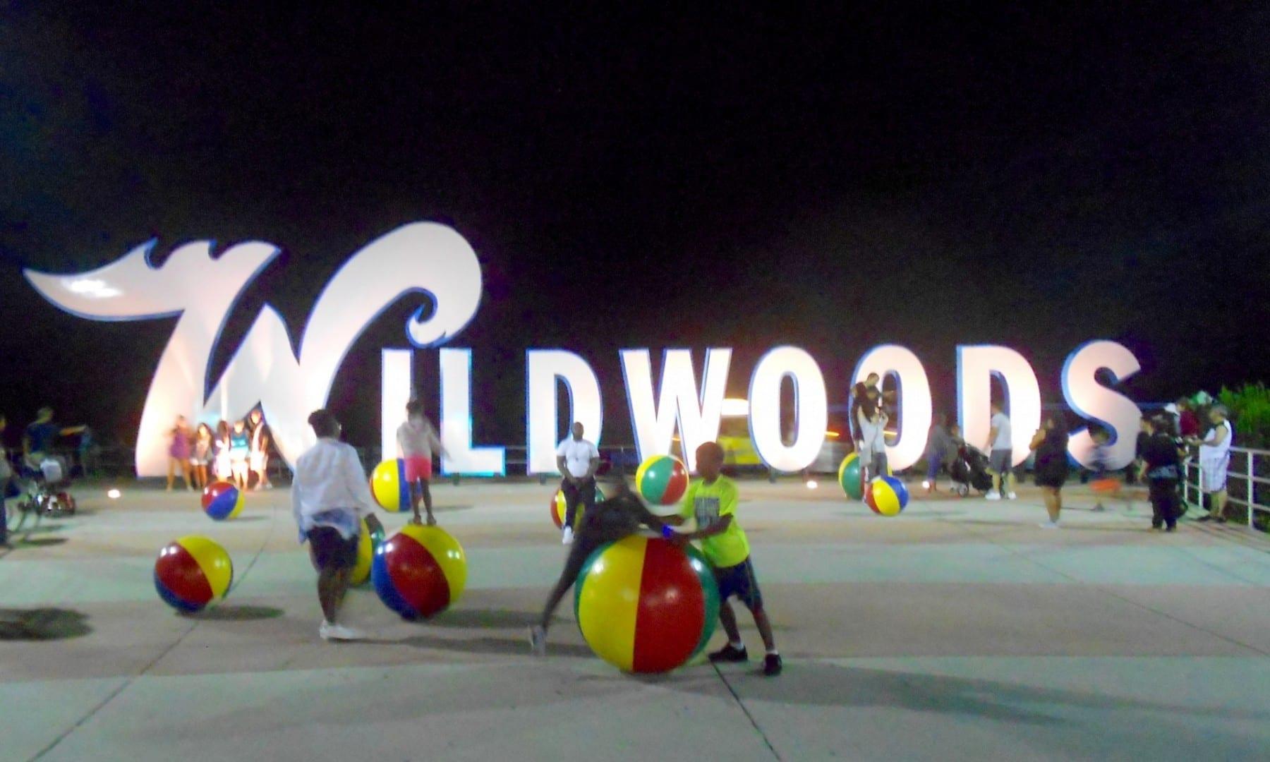 La señal de Wildwoods en el paseo marítimo Wildwood NJ Estados Unidos