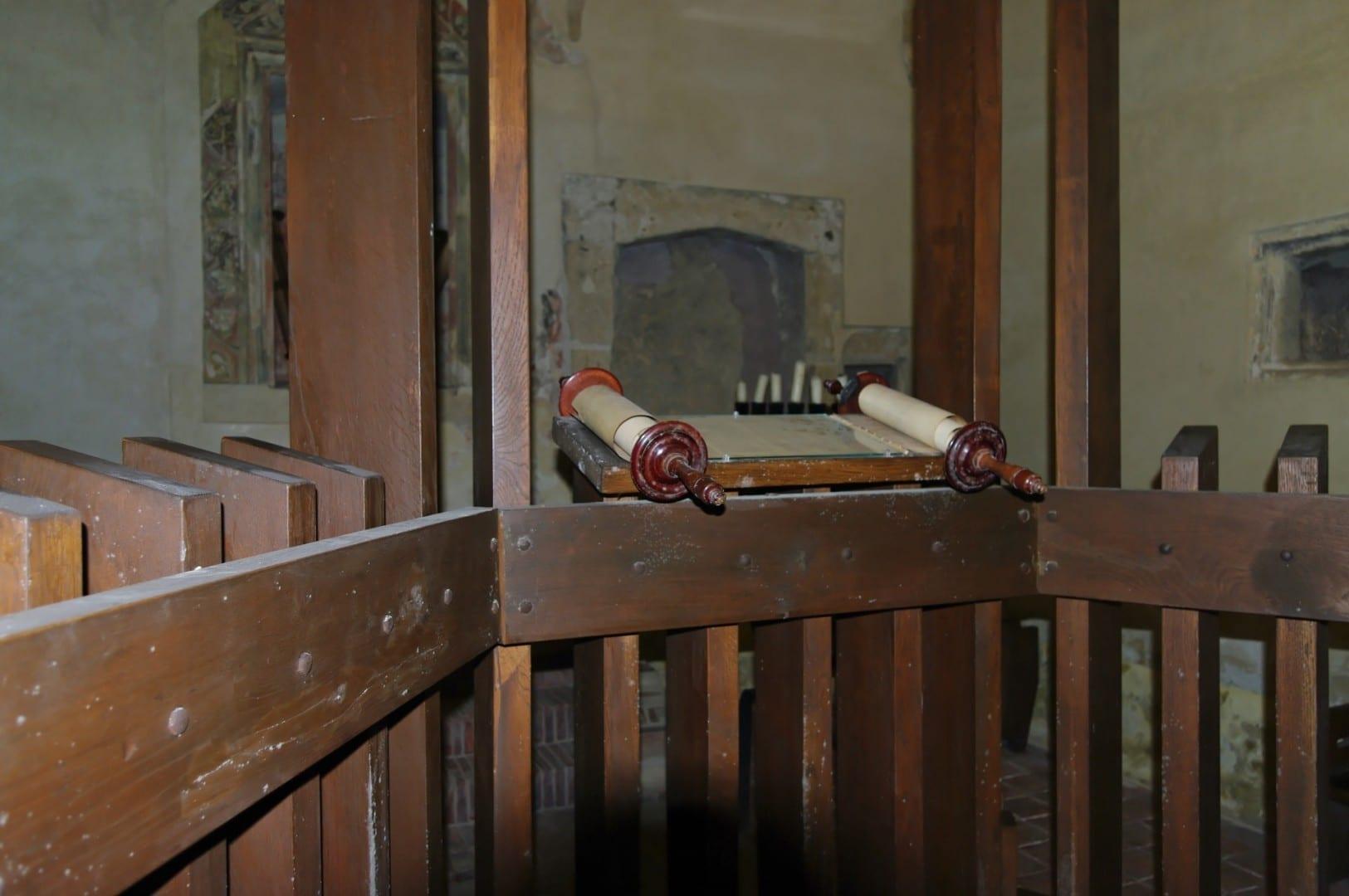 La vieja sinagoga con una colección de religión judía Sopron Hungría