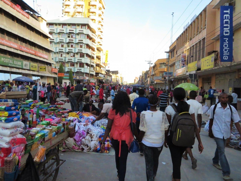 La vista cercana del mercado de Kariakoo en Dar es Salaam. Dar es Salaam Tanzania