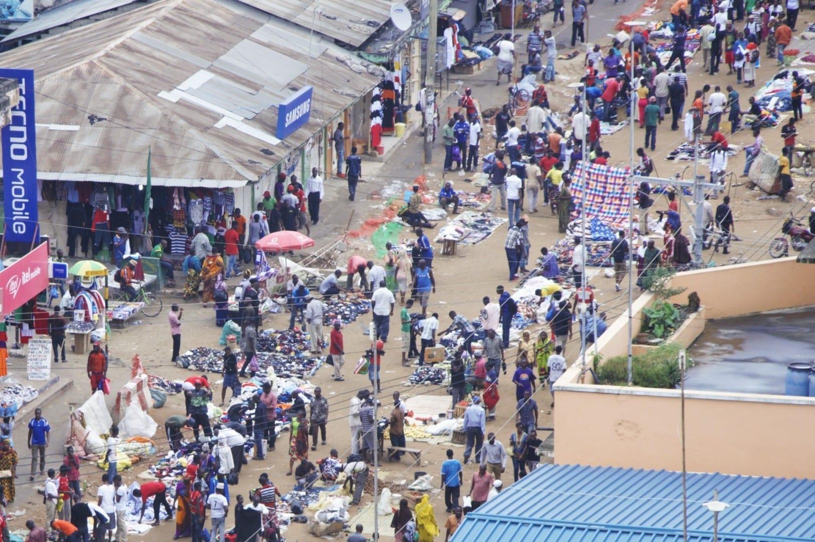 La vista de pájaro del mercado de Kariakoo en Dar es Salaam. Dar es Salaam Tanzania